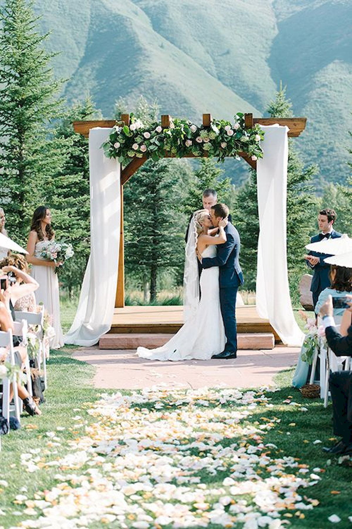 33 Best Wedding Decorations Outdoor Ideas for Summer (15)